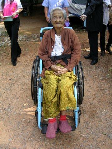 89 year old resident recieves Gen 2 wheelchaitr
